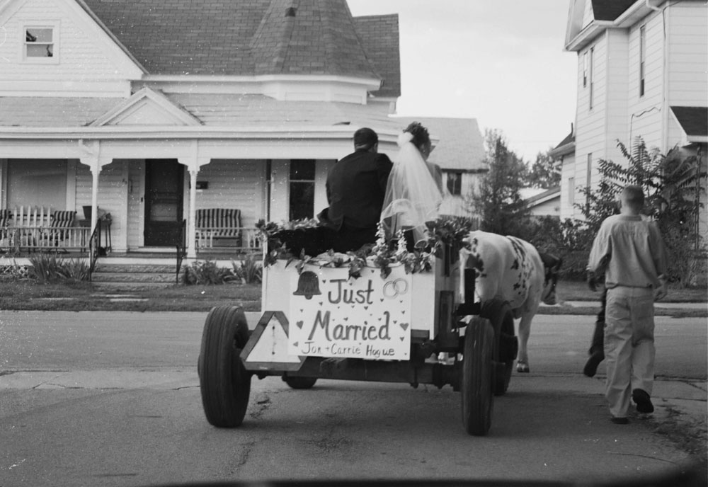 Just_married_sign_on_cart
