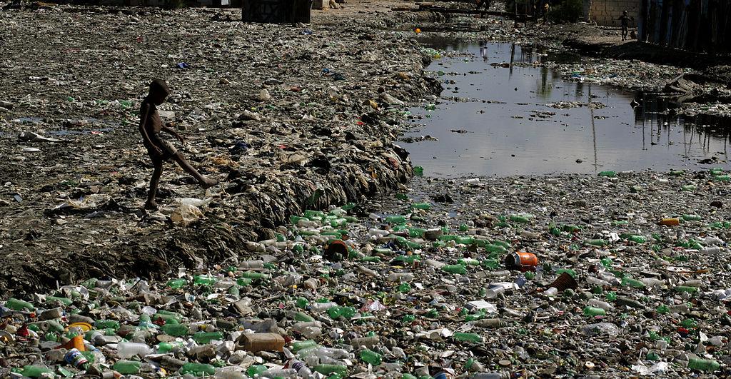 Cite Soleil, Haiti, prior to the earthquake this slum built on a rubbish dump was home to 500,000. Author: Thomas Black57