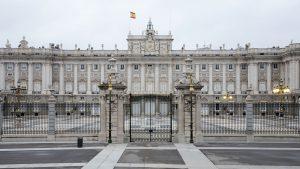 Vista-frontal-del-Palacio-Real-de-Madrid