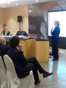 En la mesa, José Carlos Tena, Presidente del Foro Alavés y Javier Nanclares, subdirector del Instituto Empresa y Humanismo