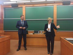 Con Enrique Escauriaza al comienzo de la sesión del I-WIL LUNCH