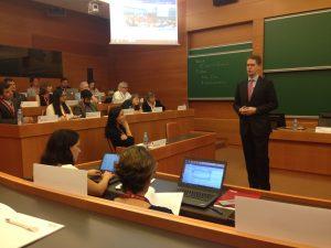 El Dean del IESE, Franz Heukamp, durante su intervención de bienvenida a los participantes