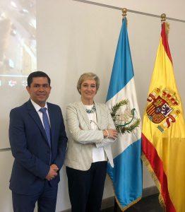 https://blog.iese.edu/nuriachinchilla/files/2019/02/Hugo-y-Nuria-Banderas-encuadrada-262x300.jpg